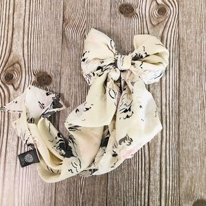 Vince Camuto Floral Kit Scarf